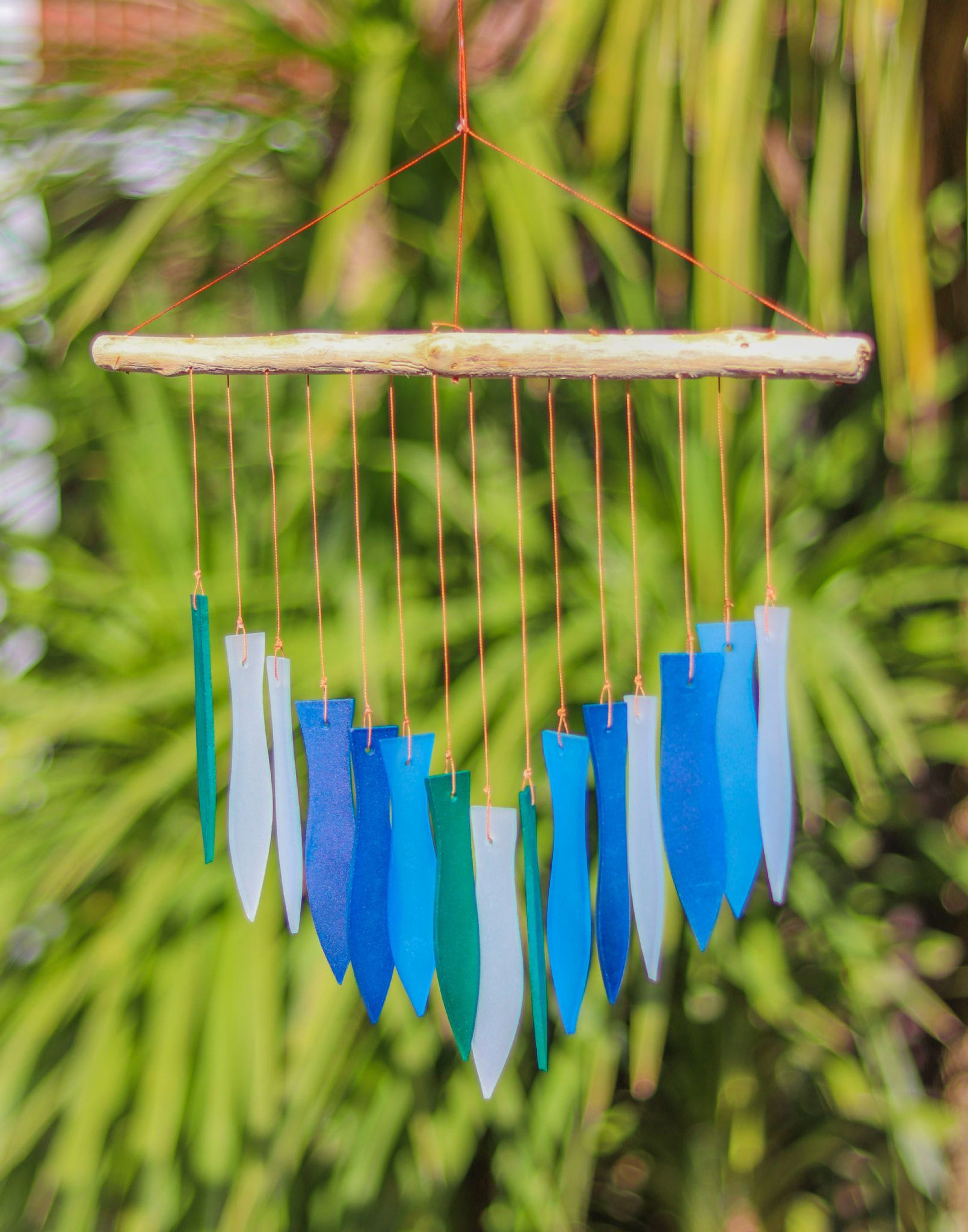 Glass windchime fish blue for Fish wind chimes